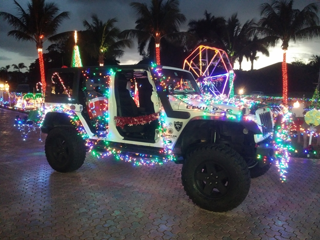 this year going to add 1000 more lights - Jeep Christmas Decorations